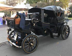 Seit ihrer Erfindung haben Autos eine enorme Entwicklung durchlaufen, auf die Fahrlehrer jeweils reagieren mussten.
